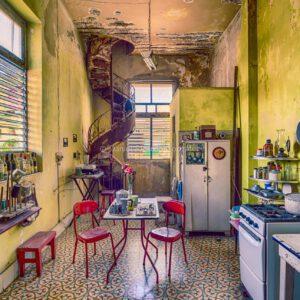 Verlassener Ort Küche Esszimmer alte Villa Kolonial Havanna Kuba. Abandoned Place Kitchen Dining Room Old Villa Colonial Havana Cuba.