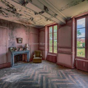 Wohnzimmer in einem verlassenen Schlosses in Frankreich. Salon dans un château abandonné en France.